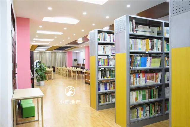 龙华民治中学图书馆
